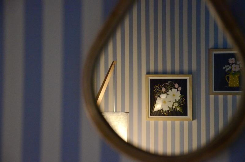 Miroir tableau papier rayres bleu hannah elizabeth interior design