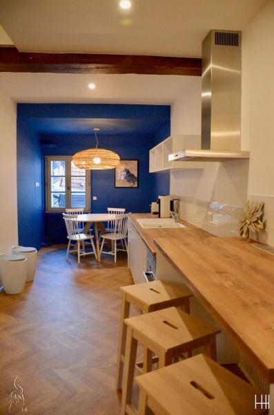 Murs bleu cuisine blanc bois hannah elizabeth interior design