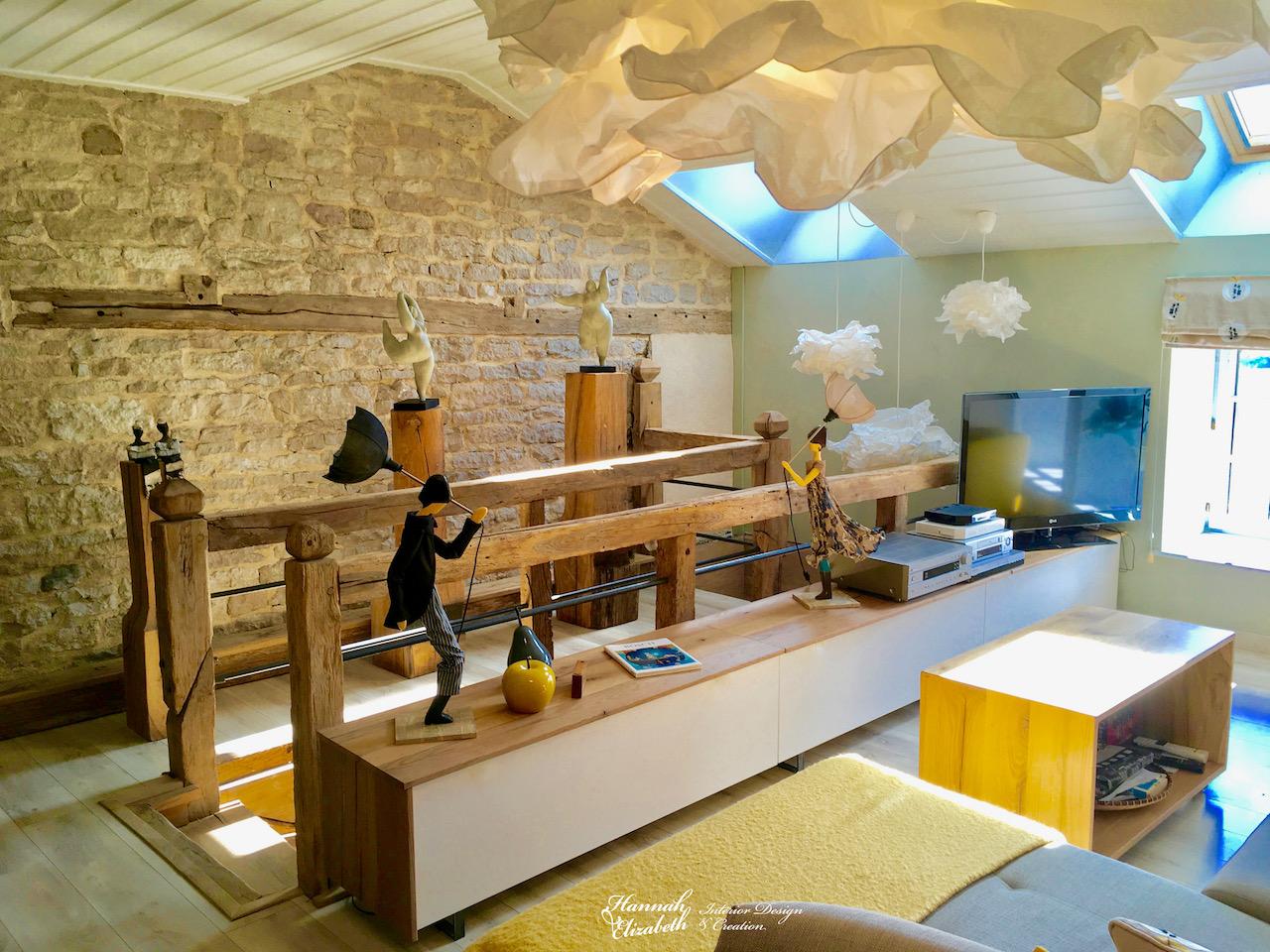 Nuage salon totem bois mur pierre hannah elizabeth interior design
