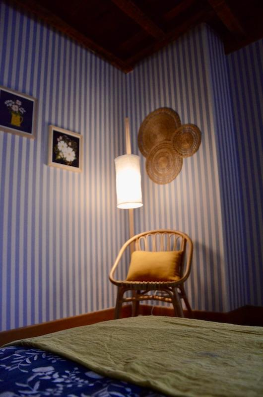 Papier rayures bleu jaune moutard hannah elizabeth interior design