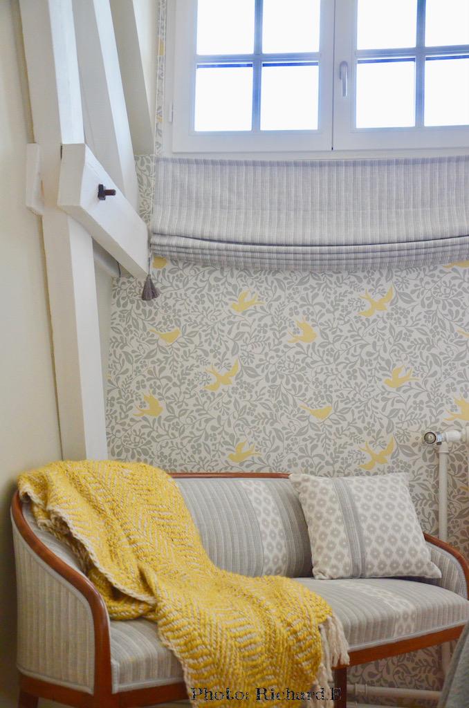 Plaid jaune canape gris hannah elizabeth interior design