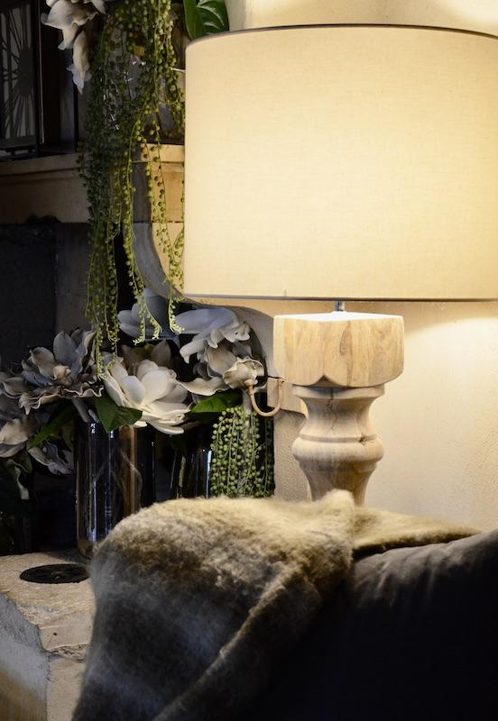Plaid lampadaire bois hannah elizabeth interior design