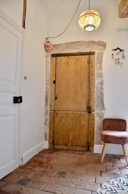 Porte bois cadre pierre tomettes blanc nature hannah elizabeth interior design