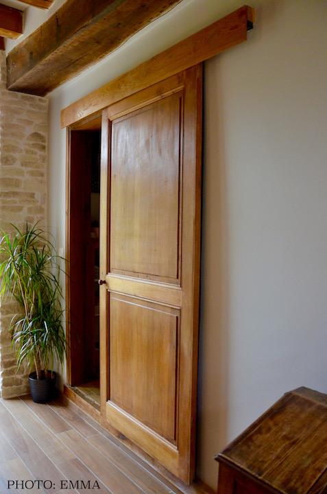 Porte coulissante bois ancienne hannah elizabeth interior design