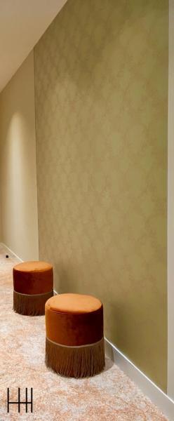Pouf velour couloir chambre hotel vescom hannah elizabeth interior design