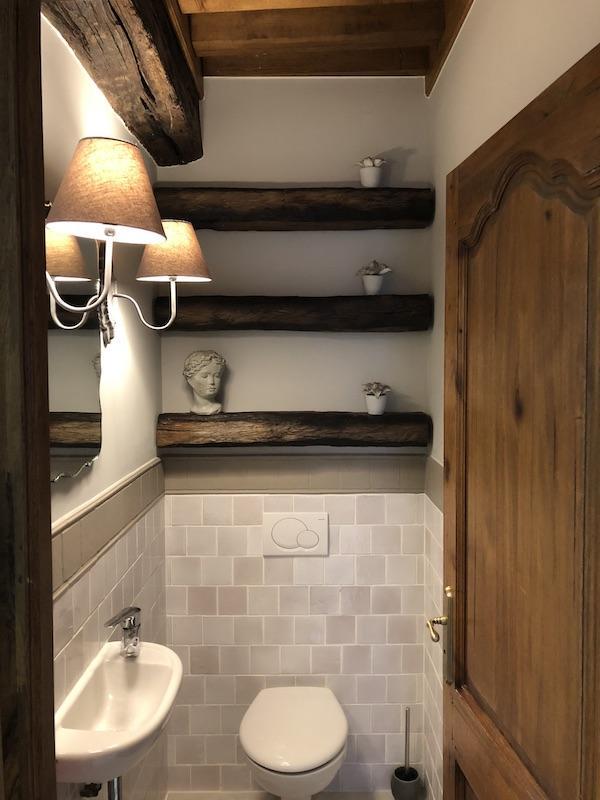 Poutres faience gris wc hannah elizabeth interior design