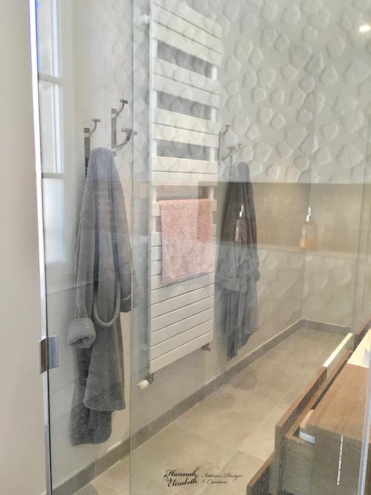 Reflet parois douche vitre hannah elizabeth interior design