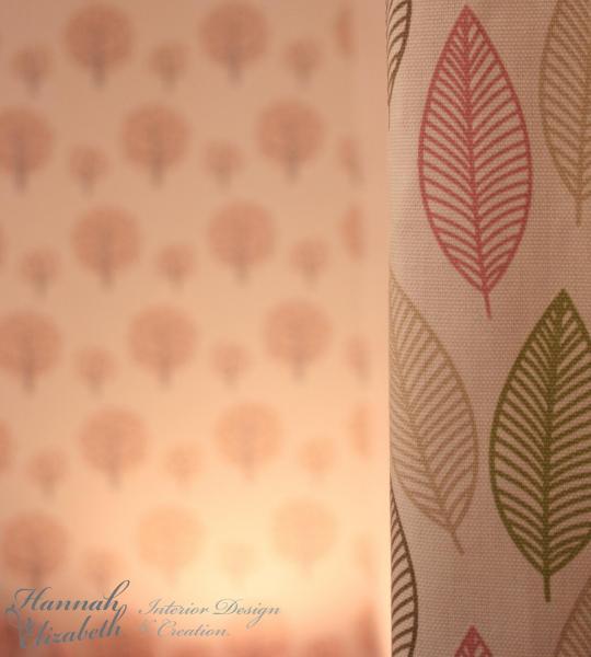Rideaux et papier peint rose chambre fille