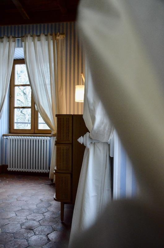 Rieaux blanc papier rayures bleu hannah elizabeth interior design