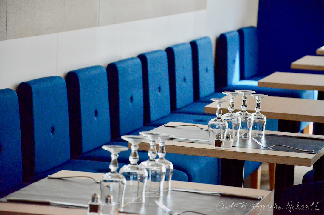 Salle brasserie banquettes bleu