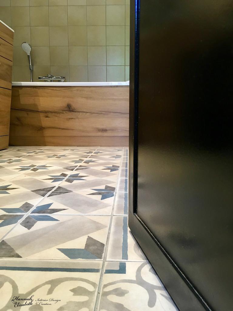 Salle de bain bois carreaux ciment bleu hannah elizabeth interior design