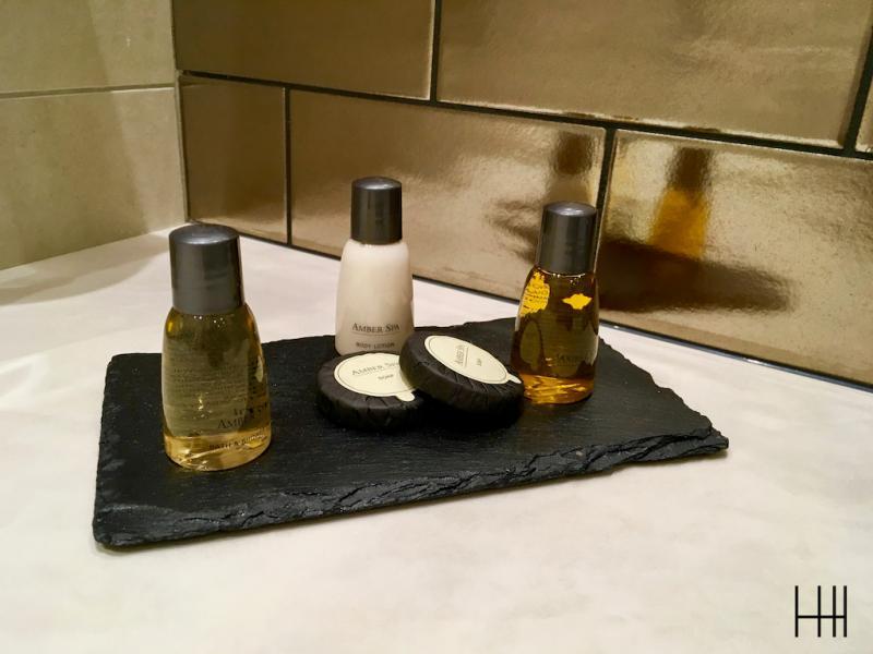 Salle de bain centre apprenti hannah elizabeth interior design