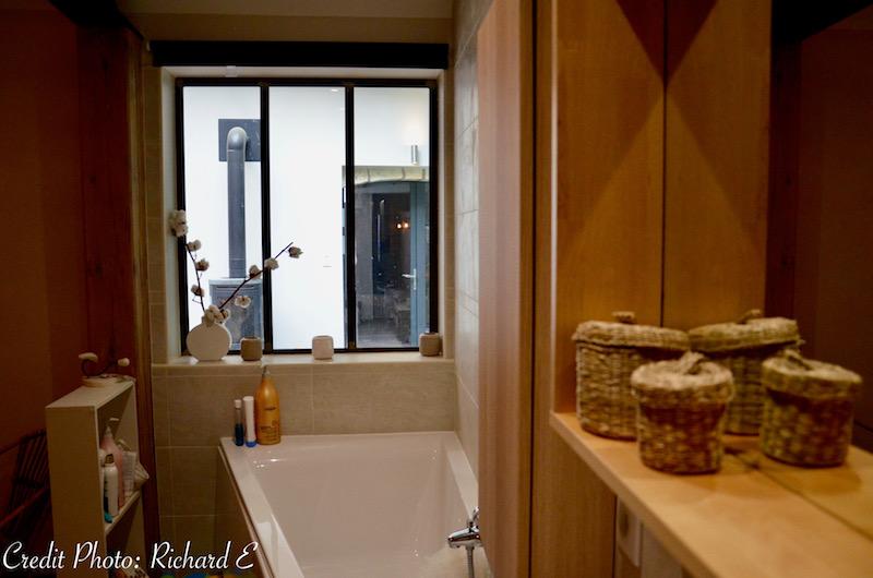 Salle de bain verriere bois nature hannah elizabeth interior design