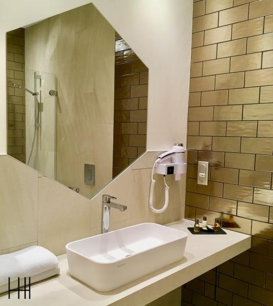 Salle de bian plan vasque hannah elizabeth interior design