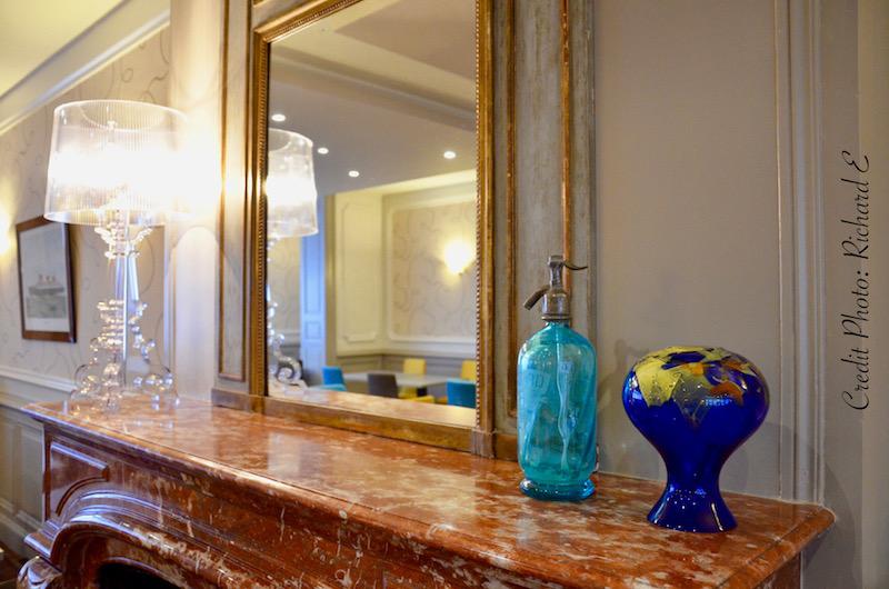Salle petit dej miroir cheminee hannah elizabeth interior design