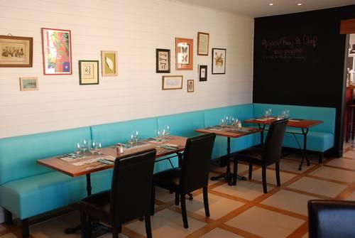 Salle restaurant avec banquette bleu