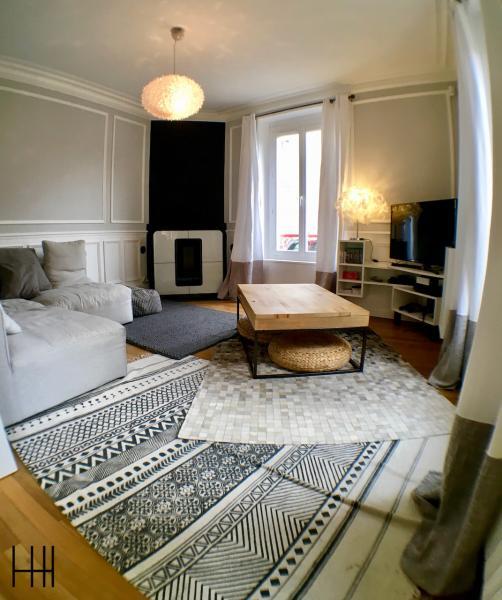 Salon gris blanc bois moulures 1