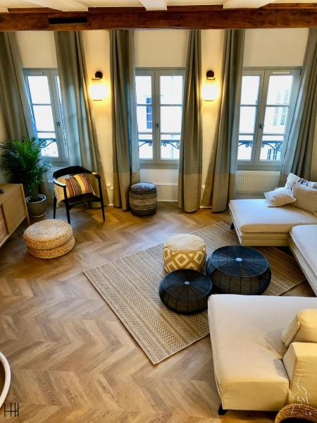Salon nature parquet point hongerie vert deau hannah elizabeth interior design