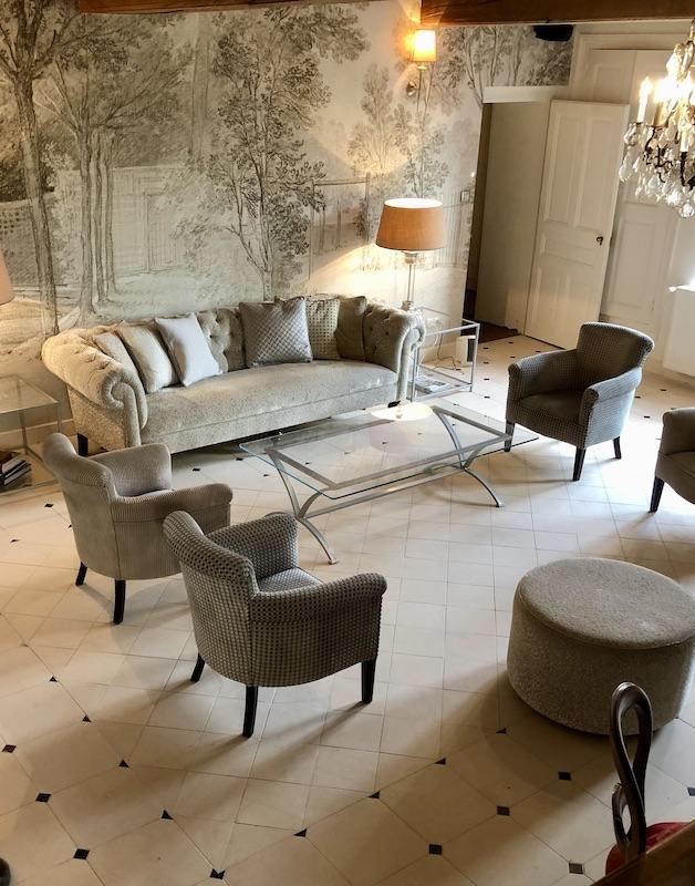 Salon sol pierre cabochon noir hannah elizabeth interior design
