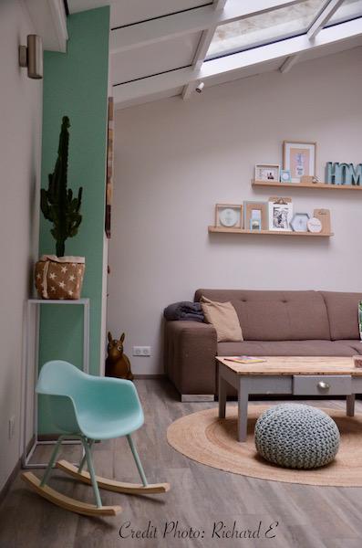 Salon vert deau canape taupe sol parquet gris hannah elizabeth interior design