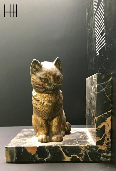 Serre livre chat marbre hannah elizabeth interior design