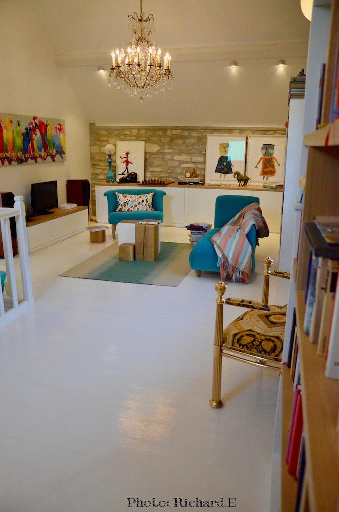 Sol blanc mur pierre chaise longue hannah elizabeth interior design
