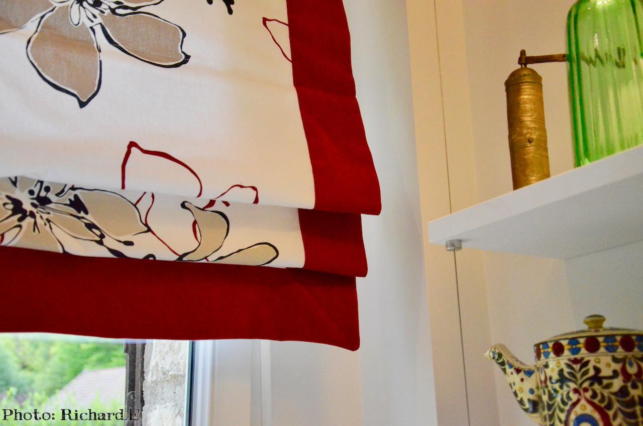 Store bateau cuisine blanc rouge hannah elizabeth interior design