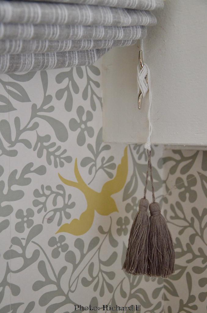Store gris papier peint sanderson attache rideau hannah elizabeth interior design