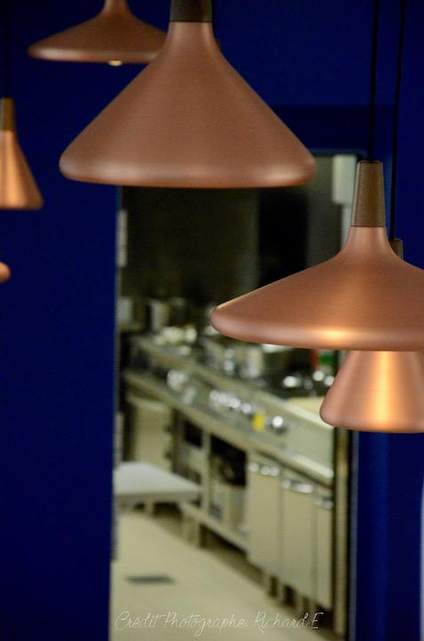 Suspensions cuivre et cuisine
