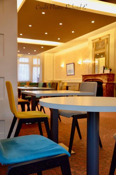 Tabe rond mobilier couleur petit dejeuner hannah elizabeth interior design