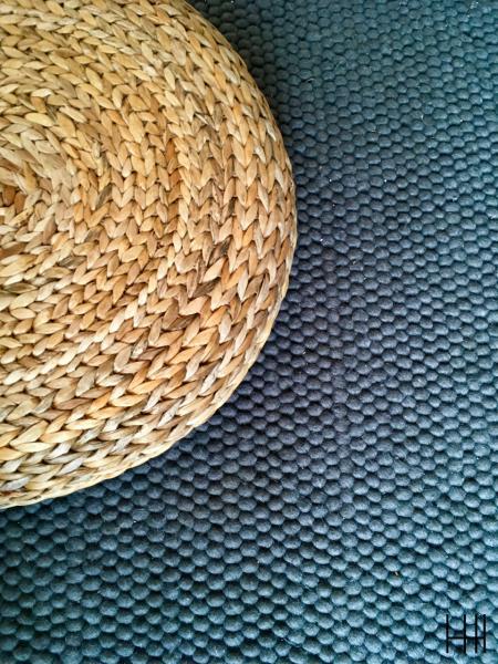 Tapis gris boule laine pouf nature