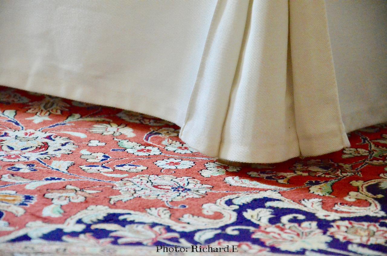 Tapis soie chaise salle a manger blanc hannah elizabeth interior design