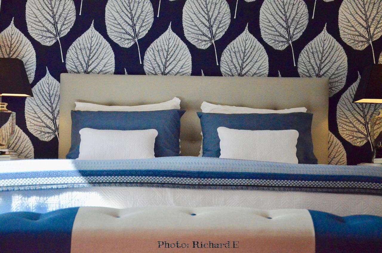 Tete de lir papier peint feuille bout de lit hannah elizabeth interior design