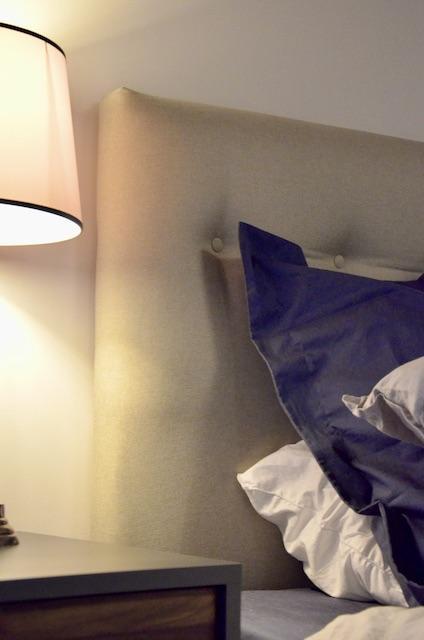 Tete de lit capinoee gris hannah elizabeth interior design