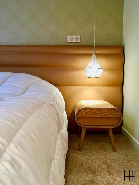 Tete de lit rouille moquette rouille chambre hotel hannah elizabeth interior design