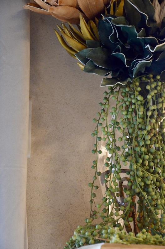 Vase et fleurs hannah elizabeth interior design