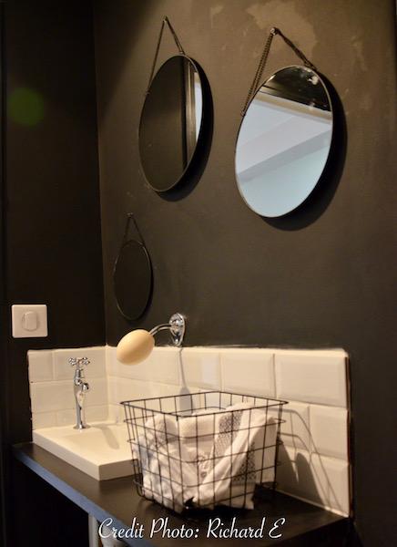 Wc noir et blanc savon ancien hannah elizabeth interior design